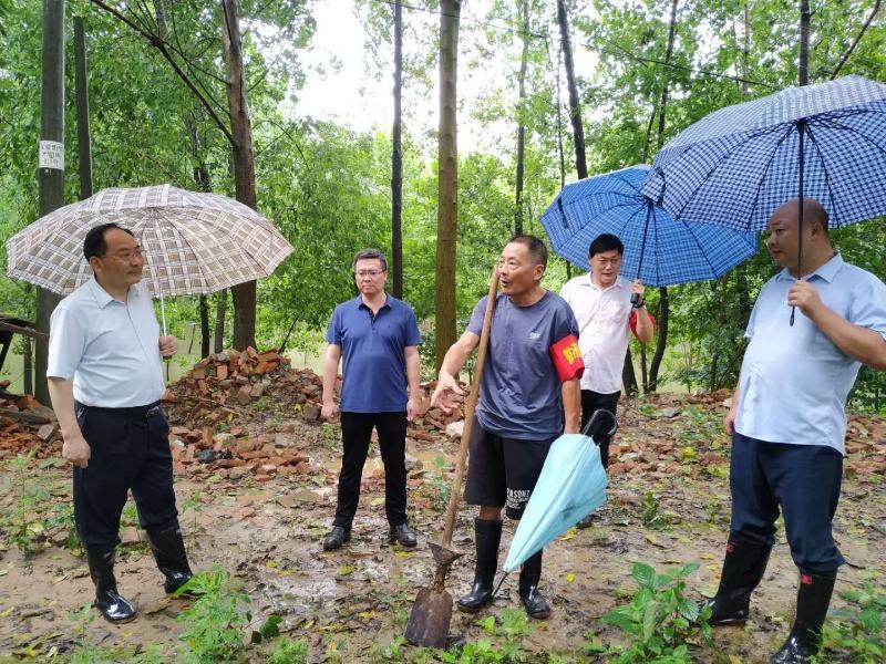 陆应平检查督导防汛和长江禁渔工作