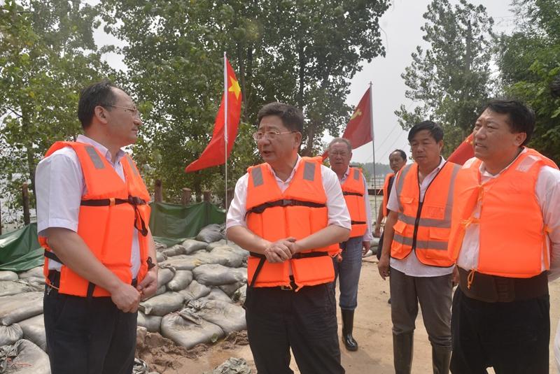 魏晓明在大观区督查防汛救灾工作时强调  始终把保障人民生命财产安全放在第一位